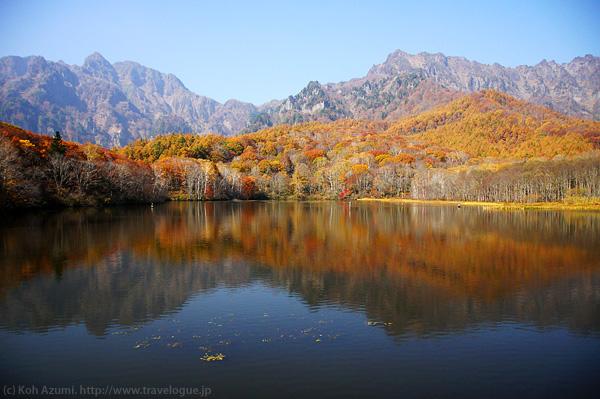 鏡池から望む戸隠山
